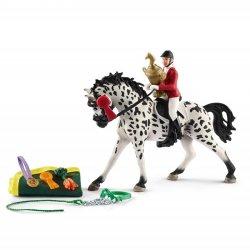 Schleich 41434 - Zestaw jeździec skokowy z klaczą knabstrup